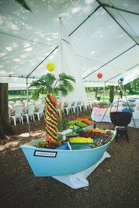 Appetizer boat.